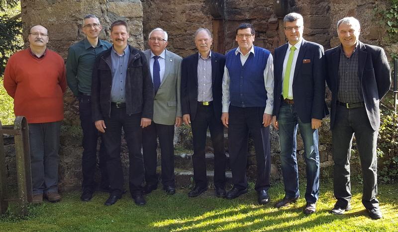 Letzte gemeinsame Sitzung: Hans Croy (Dritter von rechts) beendet seine Tätigkeit im Verbandsschiedsrichterausschuss.