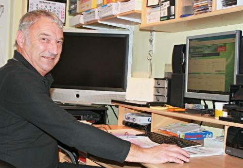 Sichtlich Freude bereitet Reinhard Maguin die ehrenamtliche Arbeit am heimischen Arbeitsplatz.